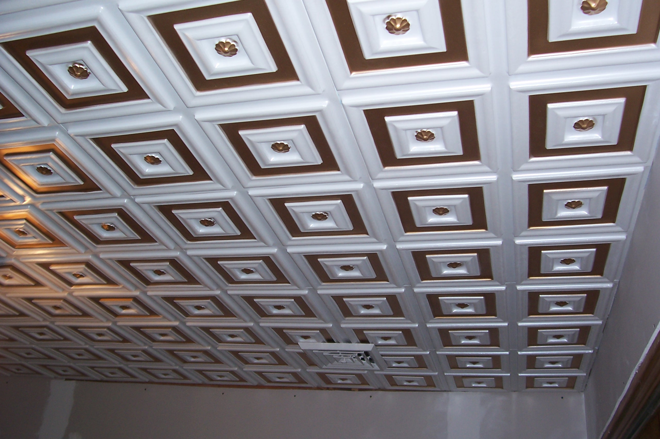 A beautiful ceiling with that daisy-center tile